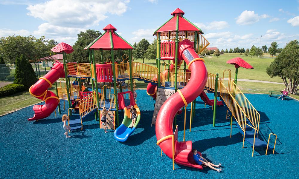 Locatia perfecta pentru aniversarea copilului: Acasa vs loc de joaca
